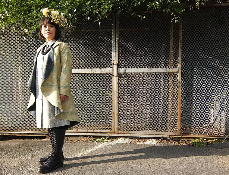 アウター : 大島紬ドレープコート<br /> インナー : 紬シャツワンピース